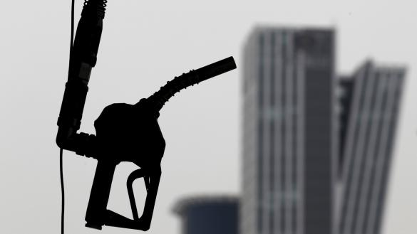 Photo of النفط يهبط لمستويات قياسية