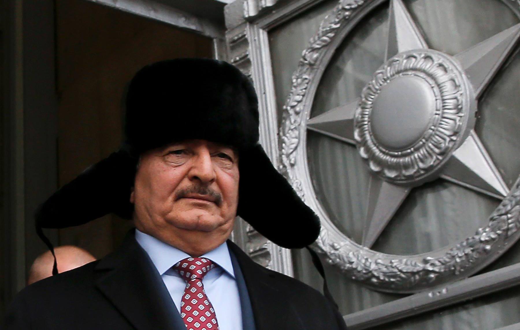 """صورة حفتر: روسيا """"تتفهم"""" ضرورة إزالة """"حظر التسلح"""" عن ليبيا"""