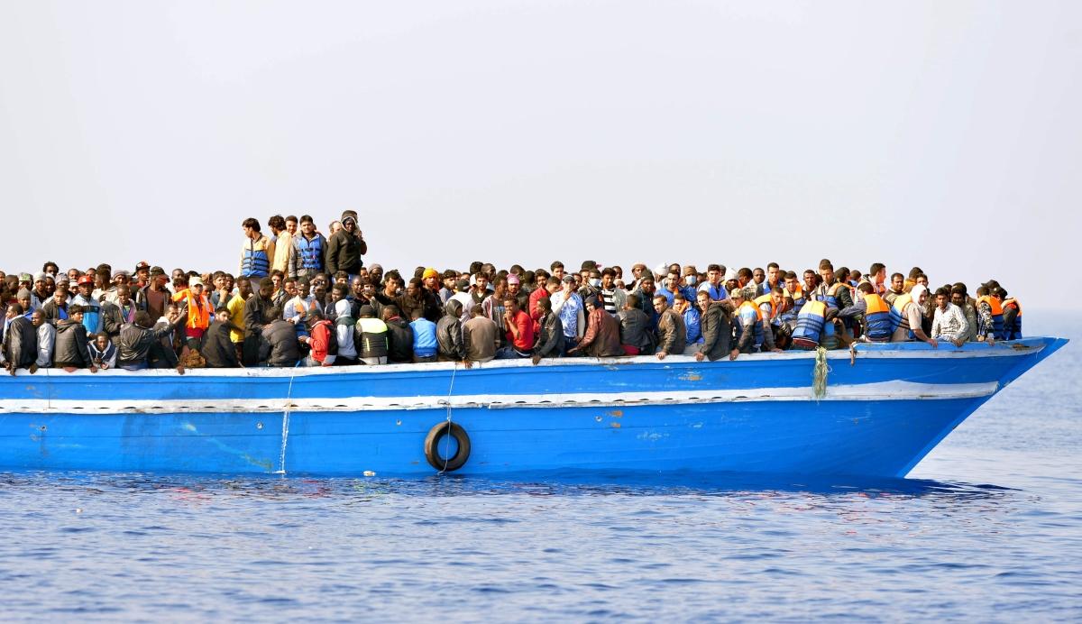 "Photo of إنقاذ ""عدد ضخم"" من المهاجرين في ""البحر المتوسط"""