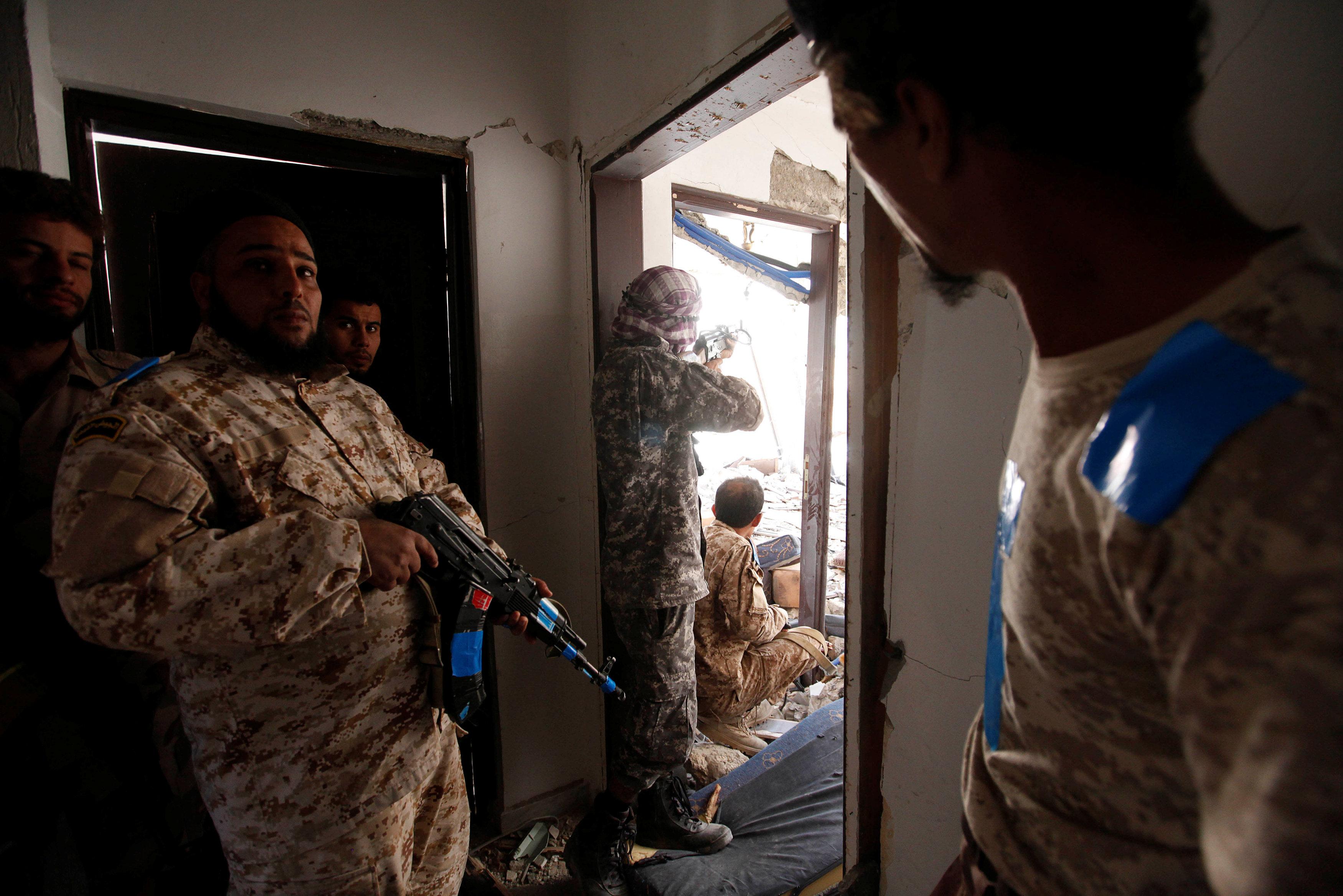 """صورة الإفراج عن """"الصحفيين العراقيين"""".. ويجري نقلهم إلى بلادهم"""