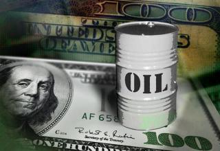 أسعار النفط تتراجع بسبب الدولار