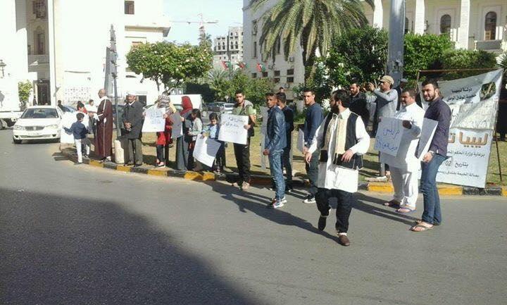 "Photo of متظاهرو طرابلس يكسرون حاجز الصمت بعد ""عندكم ولايا"""