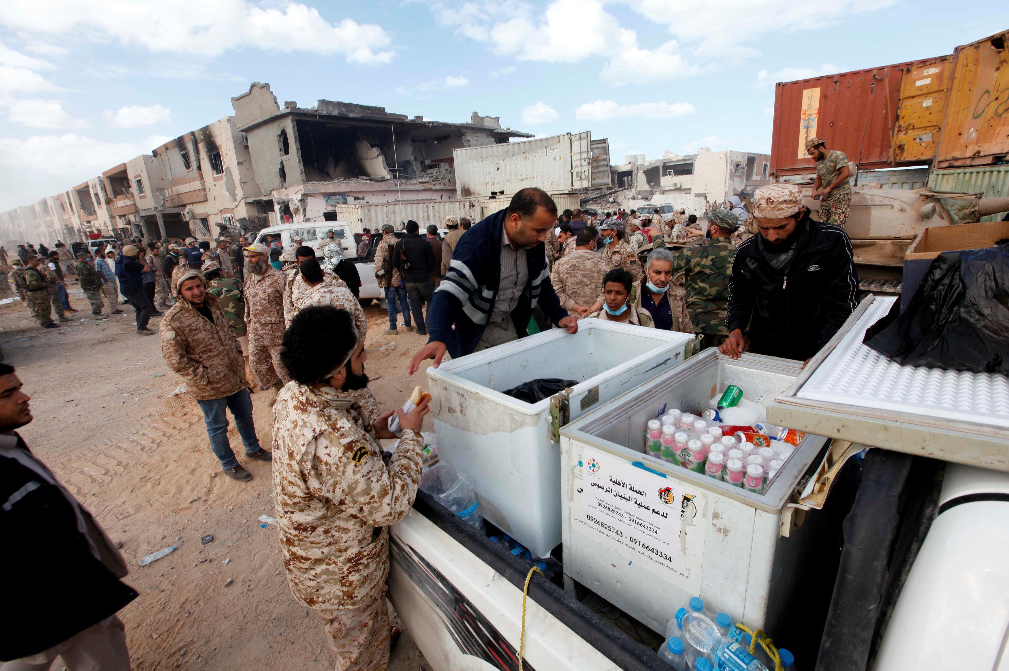"""Photo of """"عمليات سرت"""" مُستمرة في إنقاذ نساء وأطفال"""" الجيزة البحرية"""