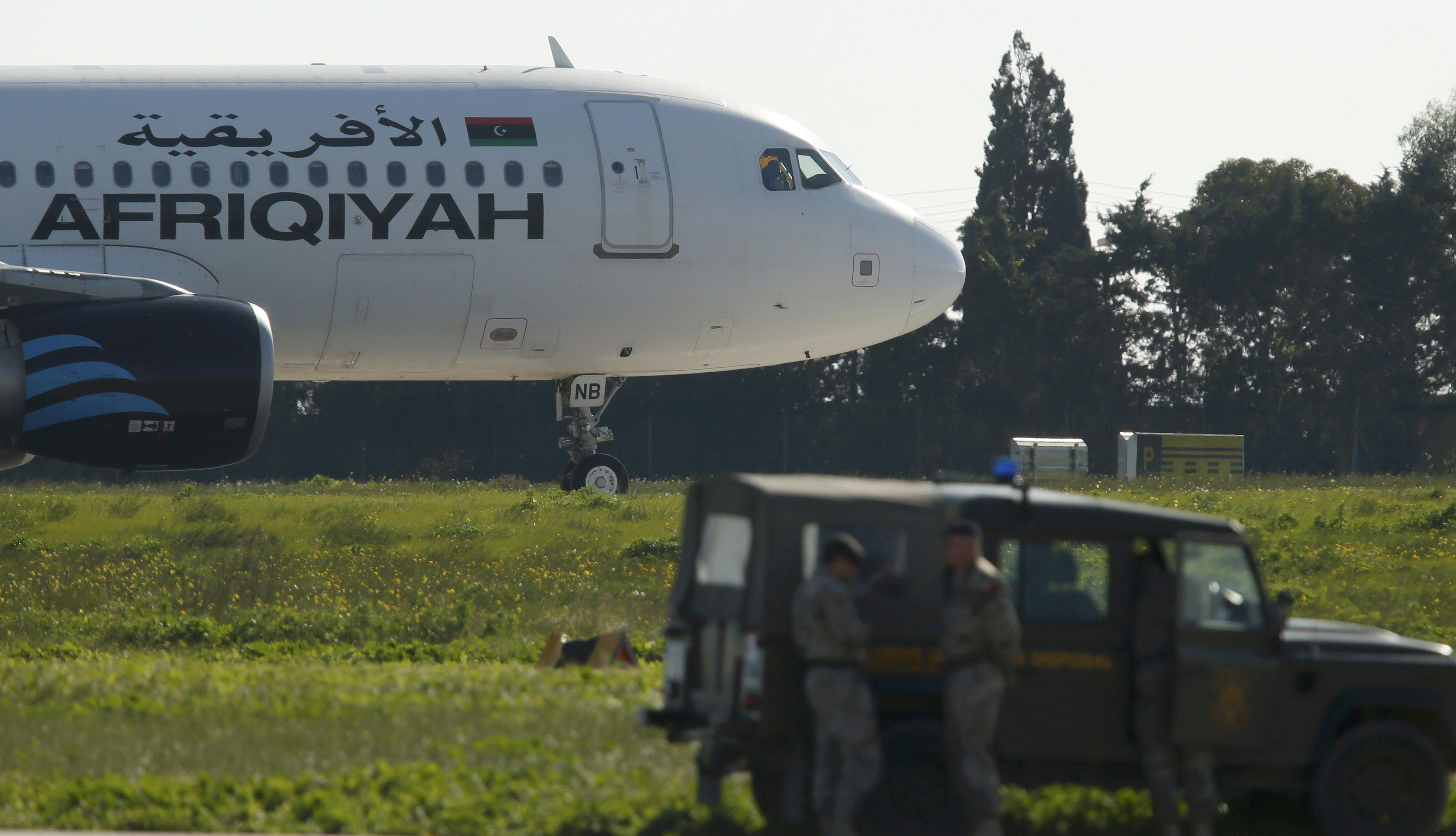 """صورة تضارب الأنباء حول الجهة الخاطفة.. ومطالب حول"""" قنفودة"""" و"""" القذافي"""""""