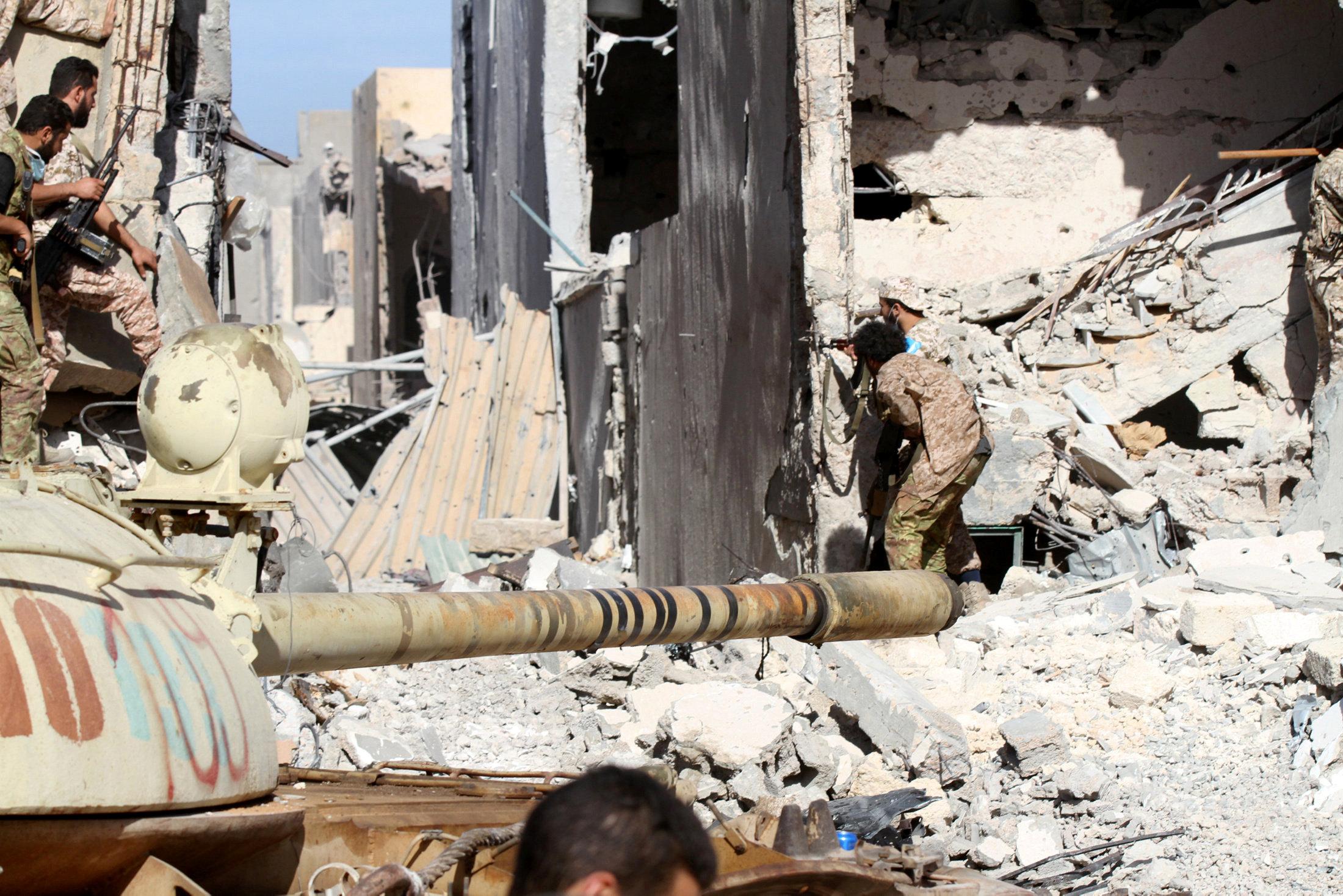 "Photo of داعش يتلقى ""الضربة الأقوى"" في سرت.. ومخاوف من تجمّعه بالجنوب"