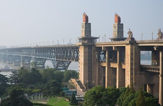 جسر نهر اليانغتسي