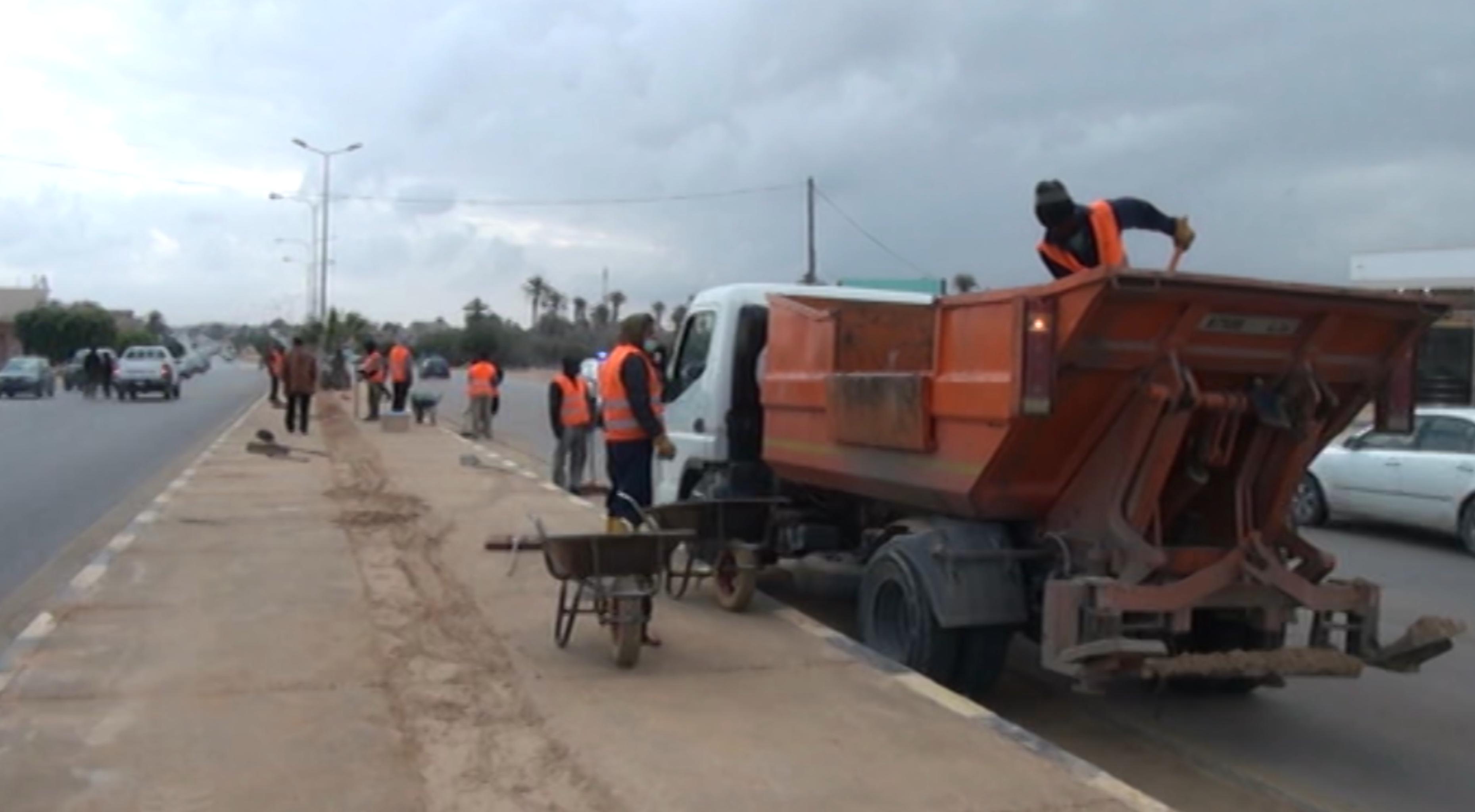 حملة نظافة على الطريق الساحلي في صبراتة