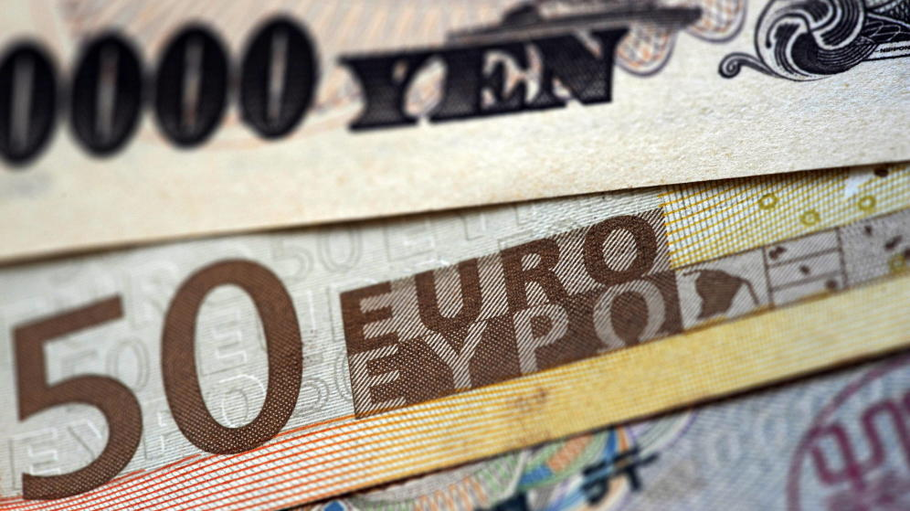 "Photo of حالة تعافٍ تدريجية لـ""اليورو"" و ""الين"" مقابل الدولار الأميركي"