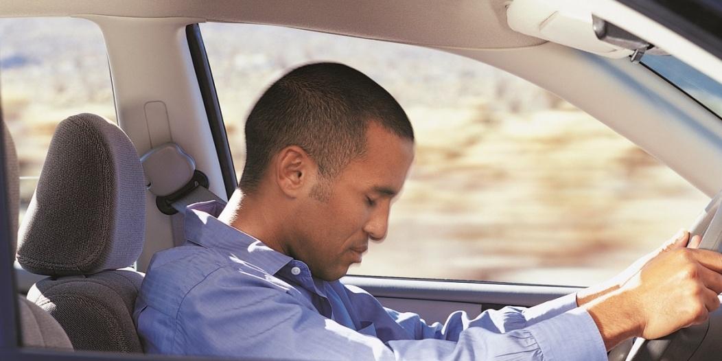"""صورة """"النعاس"""" كالكحول أثناء القيادة.. اقرأ لتعرف أكثر"""