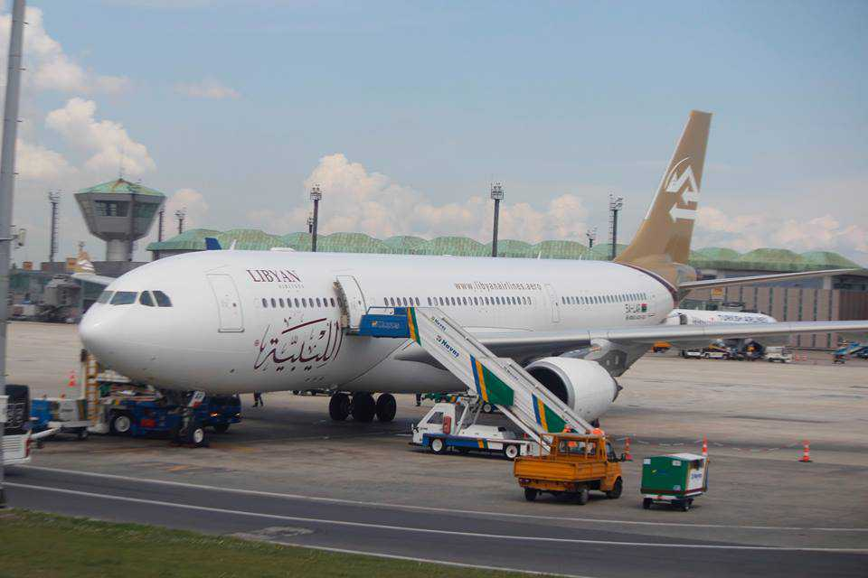 "Photo of مطار معيتيقة يعمل.. وطائرة ""الليبية"" غادرت إلى إسطنبول"