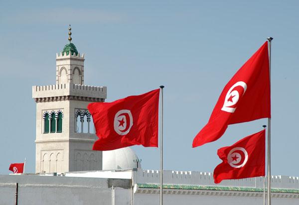 "Photo of تونس تتفادى ""غضباً أكبر"" بمساعدات مالية لـ""الفقراء"""