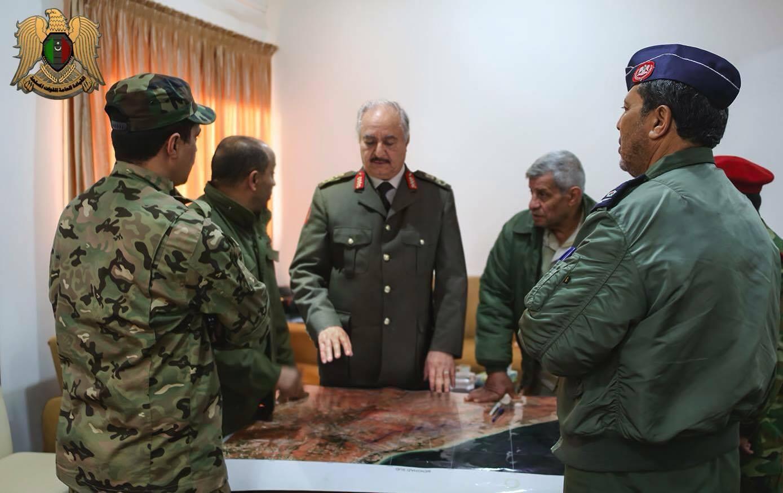 Photo of المشير حفتر يُشرف على عمليات تحرير مناطق بنغازي