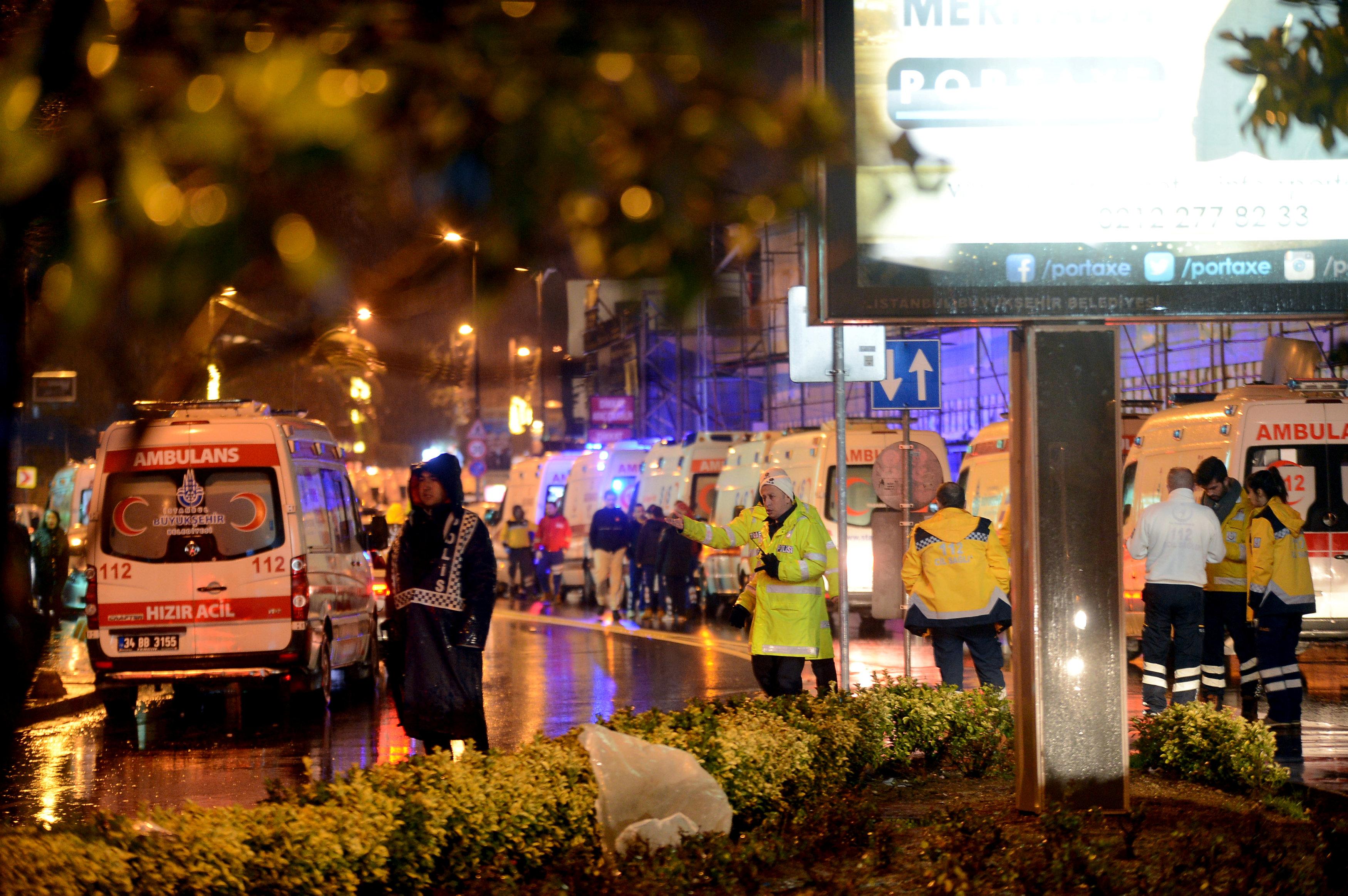 """Photo of العام التركي الجديد: هجوم """"إرهابي"""" داخل ملهى ليلي يقتل 40"""