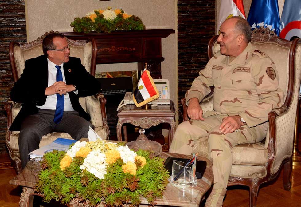 Photo of رئيس الأركان المصري يبحث مع كوبلر تطبيق اتفاق الصخيرات