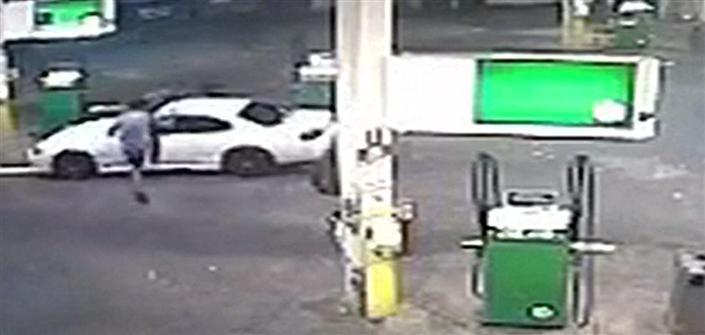 رجل أنقذ سيارته من السرقة