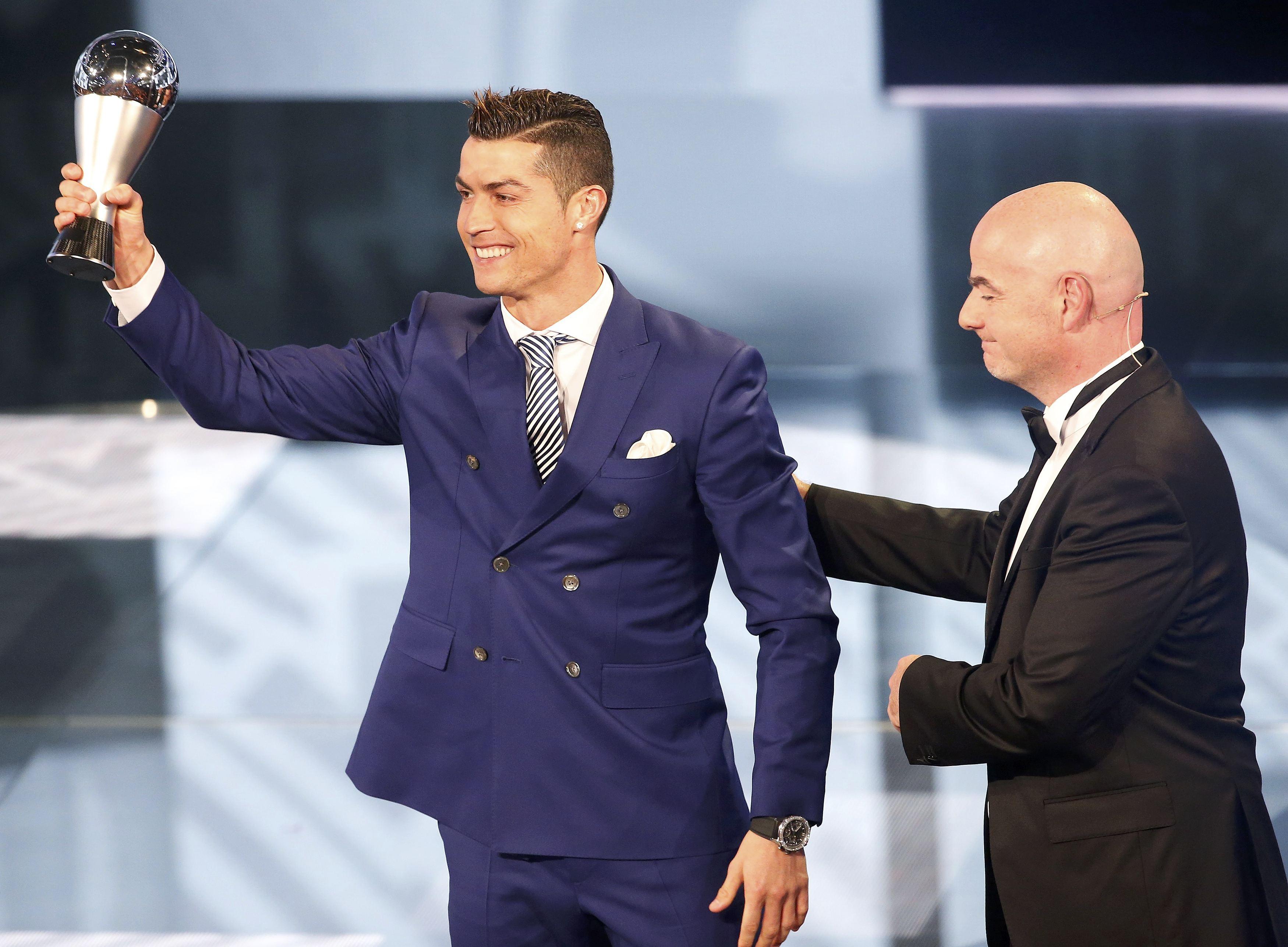 "Photo of ""رونالدو"" أفضل لاعب في العالم بـ2016"