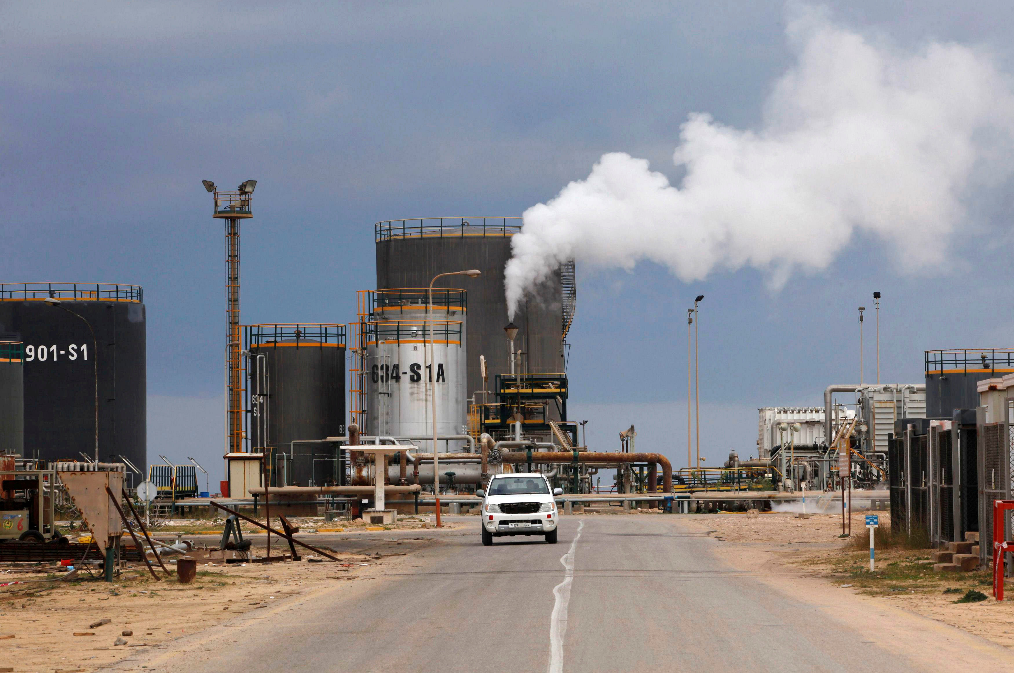 """Photo of """"تراجع قسري"""" لإنتاج ليبيا النفطي"""