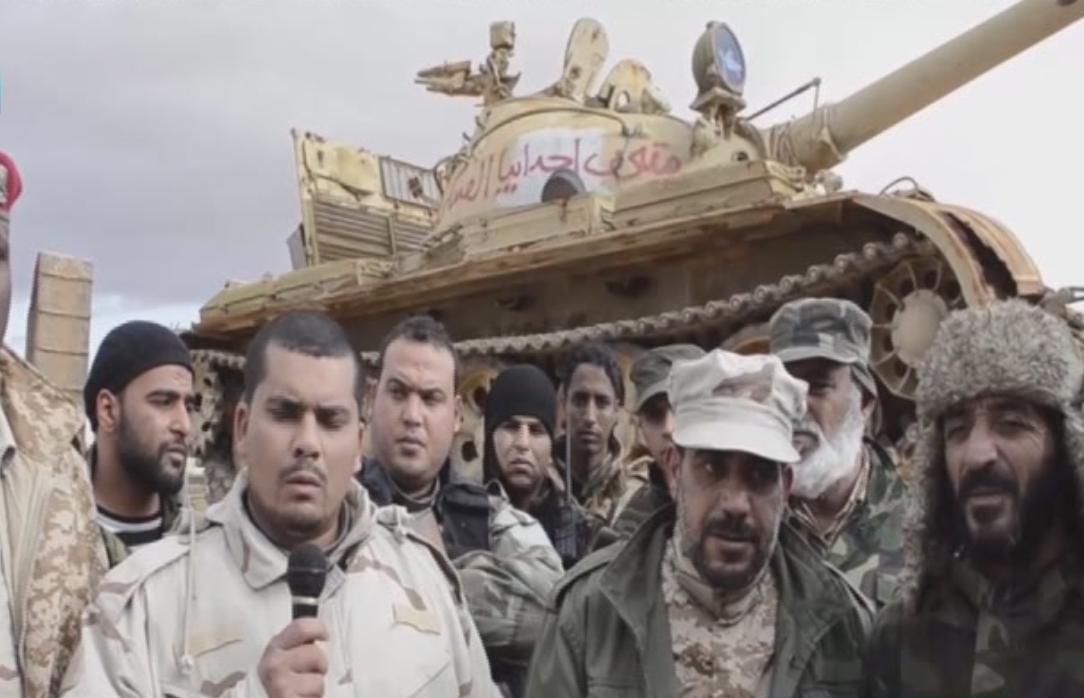"""Photo of نقل دبابة من المتحف العسكري في اجدابيا إلى """"ساحة المعركة"""""""