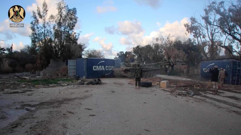 Photo of آليات لقوات الجيش الوطني تفتح طريق طرابلس
