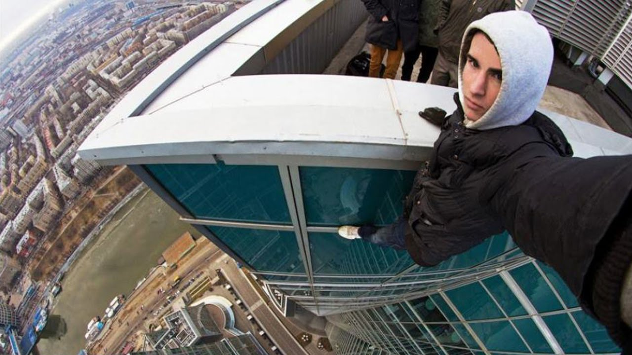 "Photo of ""سيلفي"" أم ""انتحار"" أسقط مراهقا روسيا من الطابق 86؟"