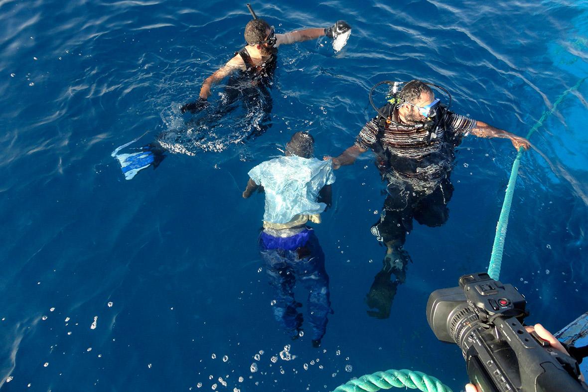 Photo of 5 مهاجرين يقضون غرقا في المتوسط.. وإنقاذ 750