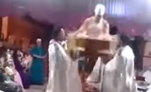 "Photo of عروس مغربية ""أُحْرِجَت"" أمام المدعوين. شاهد لتعرف"