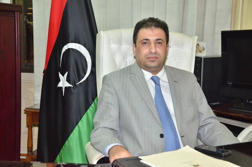 """صورة دبلوماسي ليبي ينفي استيلائه على """"منظومة الجوازات"""""""