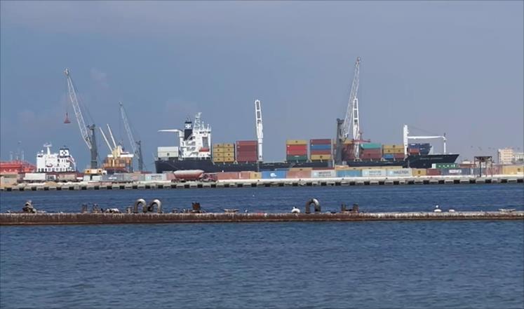 صورة وصول نحو 4000 سيارة أوروبية لميناء بنغازي