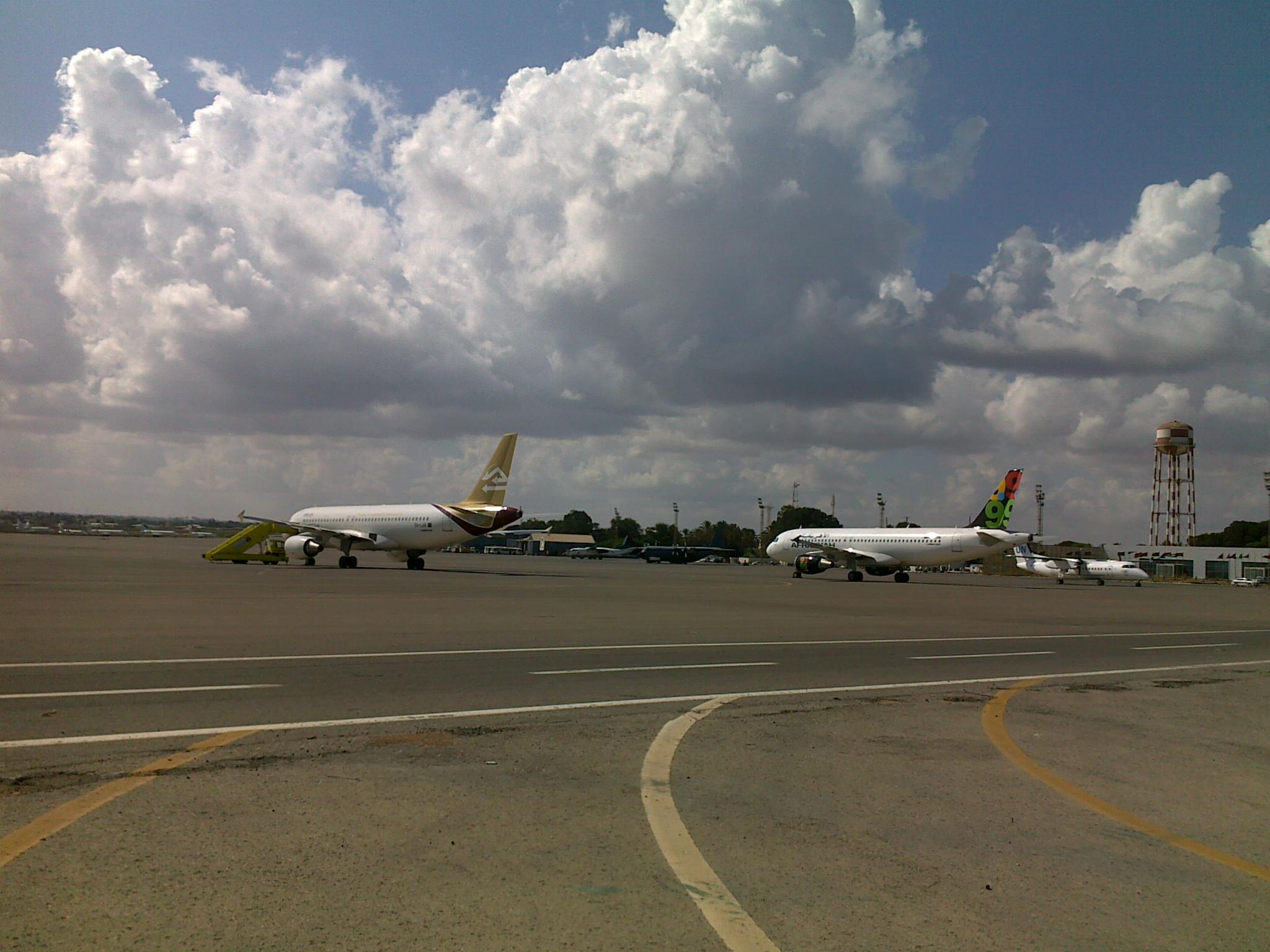 "Photo of مصدر لـ (218 نيوز): طائرات تستطلع ""معيتيقة"".. و""الحرس الرئاسي"" طمأننا"