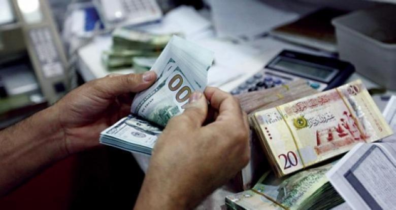 Photo of الدولار يتراجع دون الـ5 دنانير