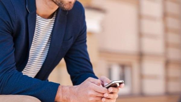 إحذر من هاتفك.. رقبة الموبايل أول خطر يهدد صحتك