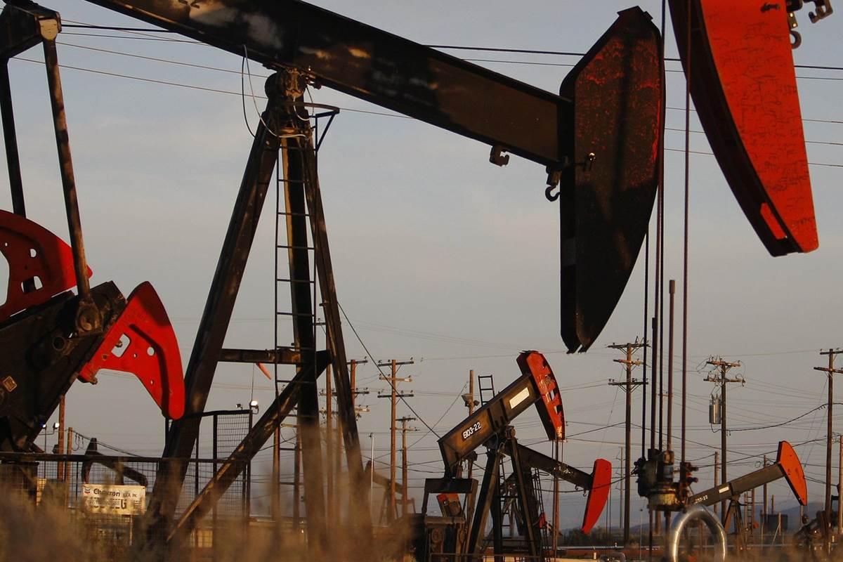 Photo of النفط يستقر متأثراً بارتباك عالمي عقب جلسة مُتقلّبة
