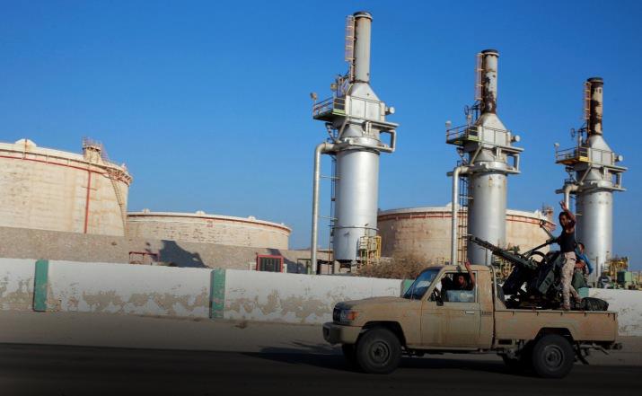 """Photo of الوضع الميداني بـ""""الهلال النفطي"""".. محسوم للجيش"""