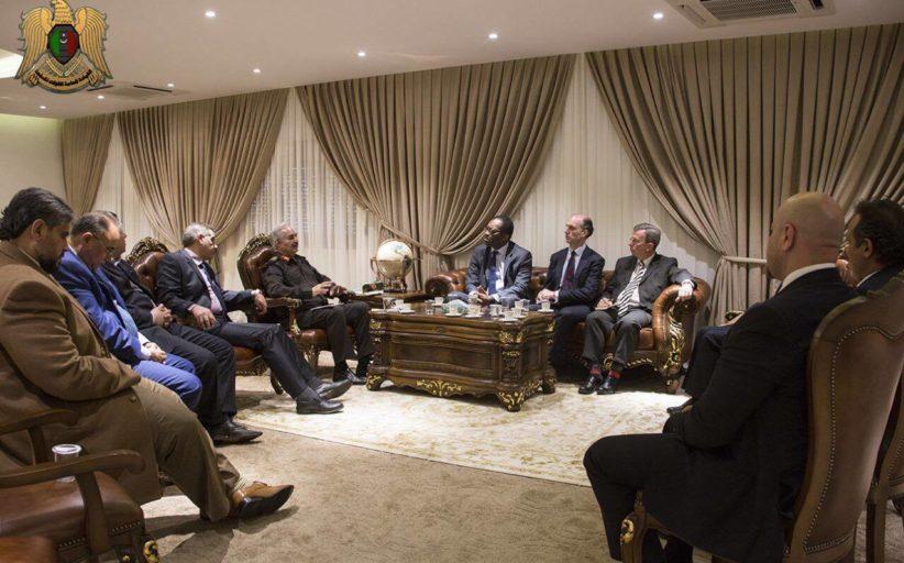 القائد العام للجيش الوطني المشير خليفة حفتر يلتقي وفدا يمثل مجلس العموم البريطاني