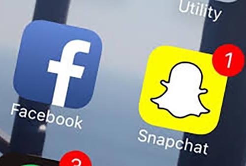 فيسبوك وسناب شات