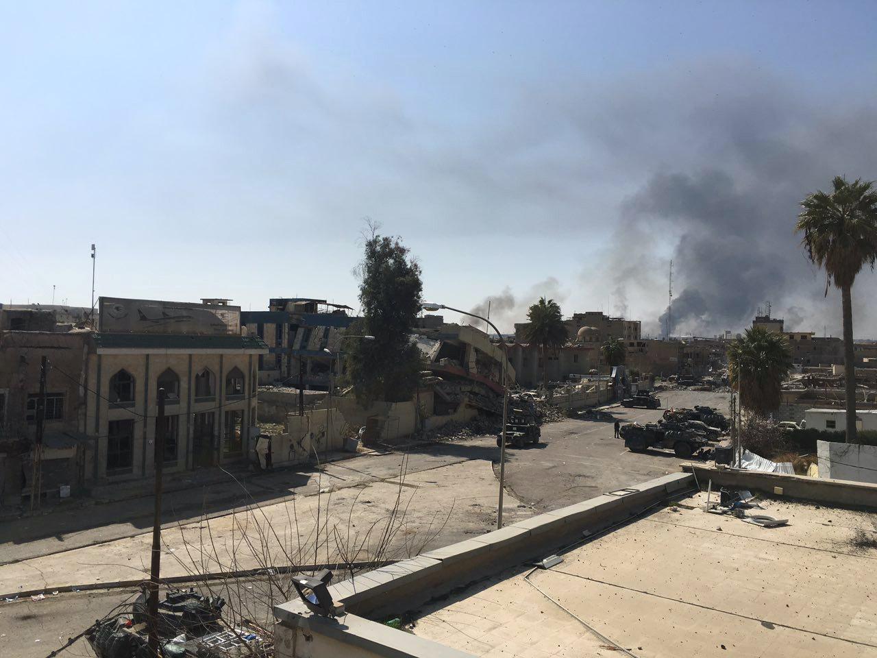 قوات عراقية تنتزع السيطرة على مجمع حكومي بالموصل