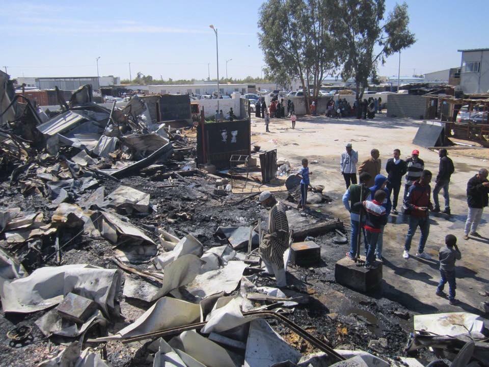 """صورة اندلاع حريق في """"14 منزلا"""" لنازحي تاورغاء بطرابلس"""