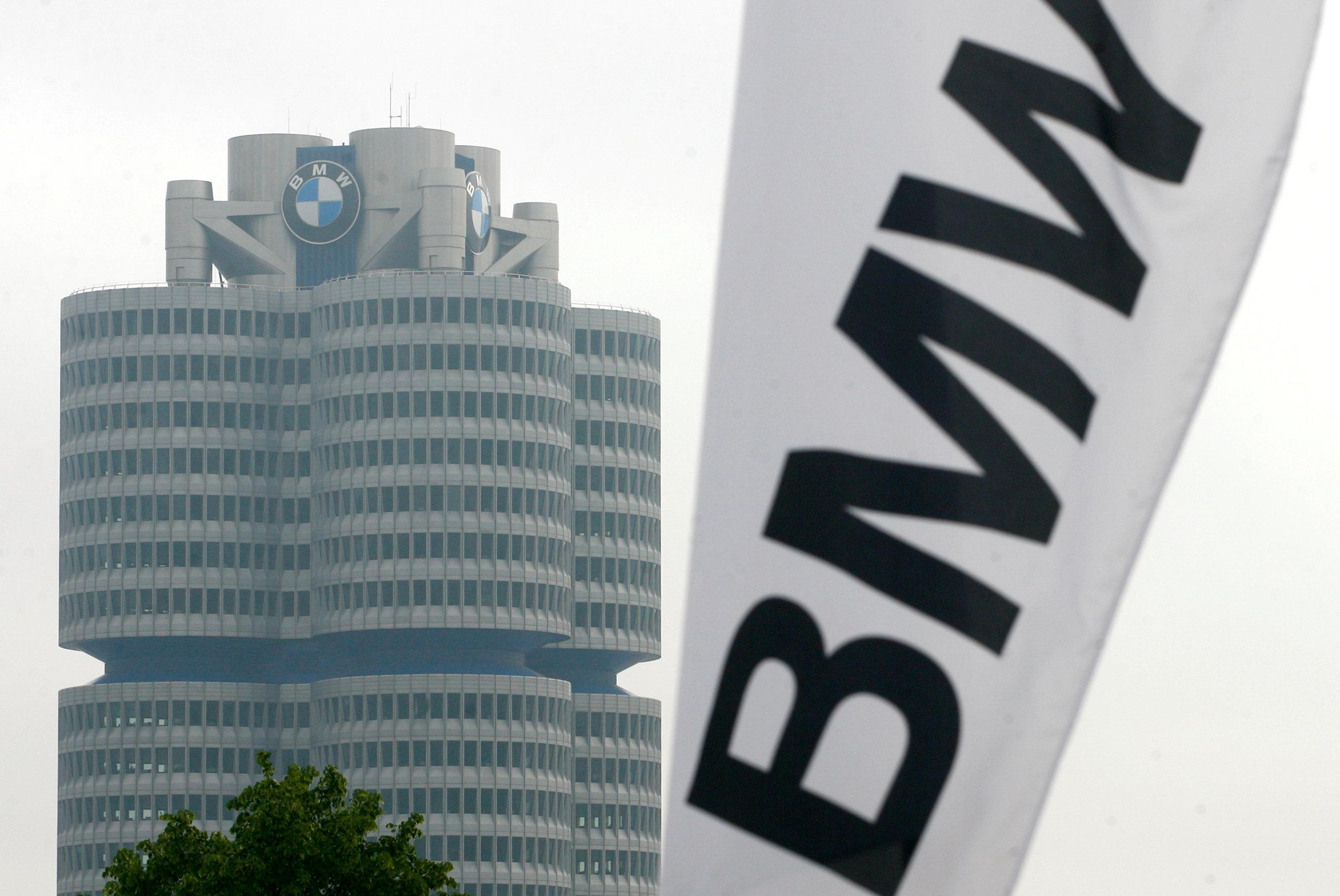 """صورة """"BMW"""" تُمنَى بخسارة كبيرة بسبب """"عاملين ثملين"""".. إقرأ لتعرف"""