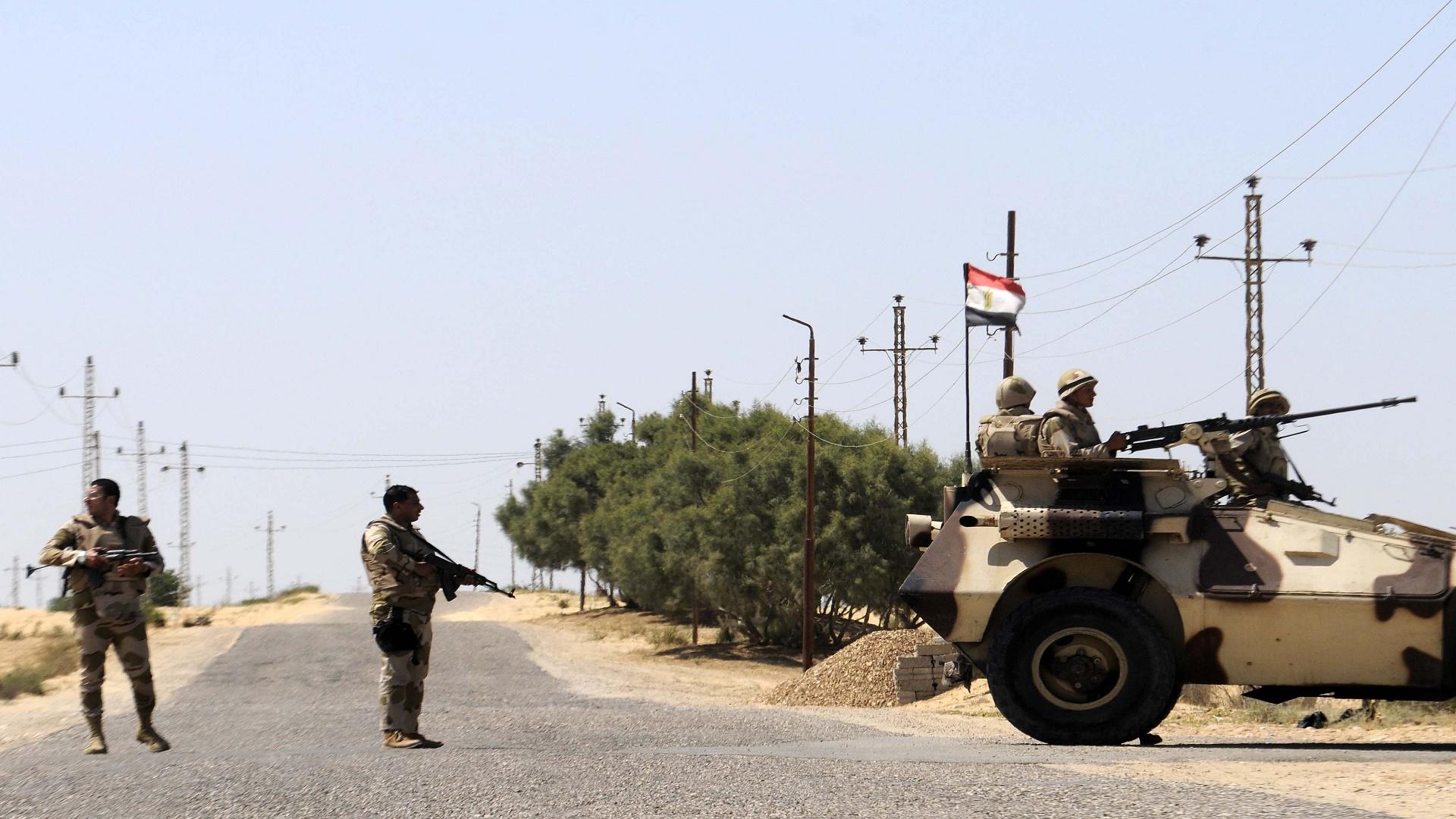 "Photo of عبوة ناسفة ل""داعش"" تقتل ضابطين في سيناء المصرية"