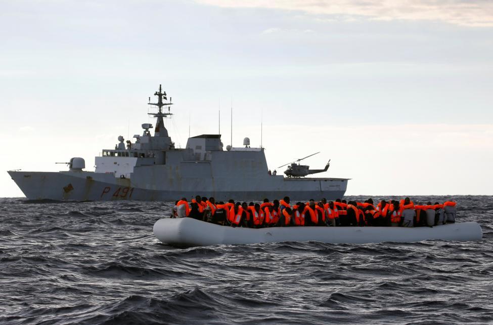 Photo of عمليات إنقاذ كبيرة لمهاجرين قبالة الشواطئ الليبية