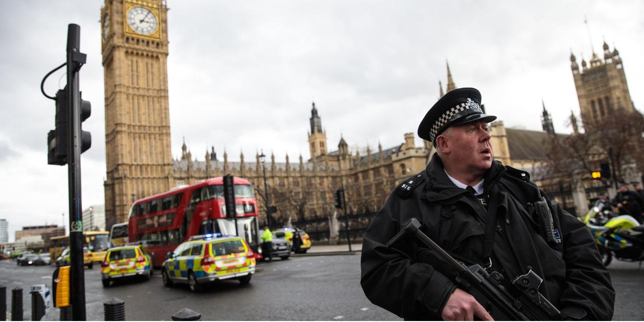 Photo of برس أسوسييشن نقلا عن طبيب: وفاة امرأة في الهجوم قرب البرلمان في لندن