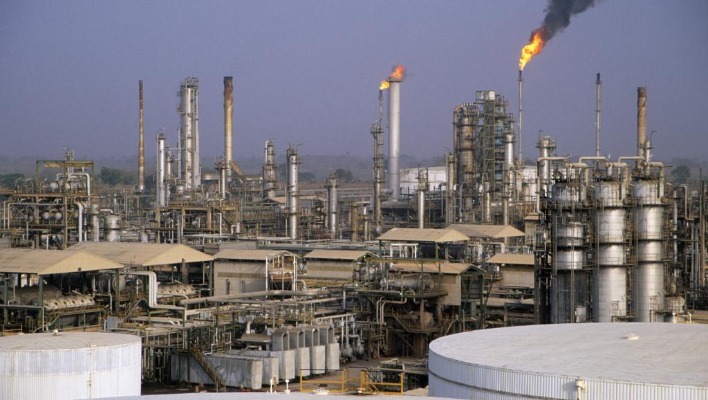 المنشآت النفطية والموانئ
