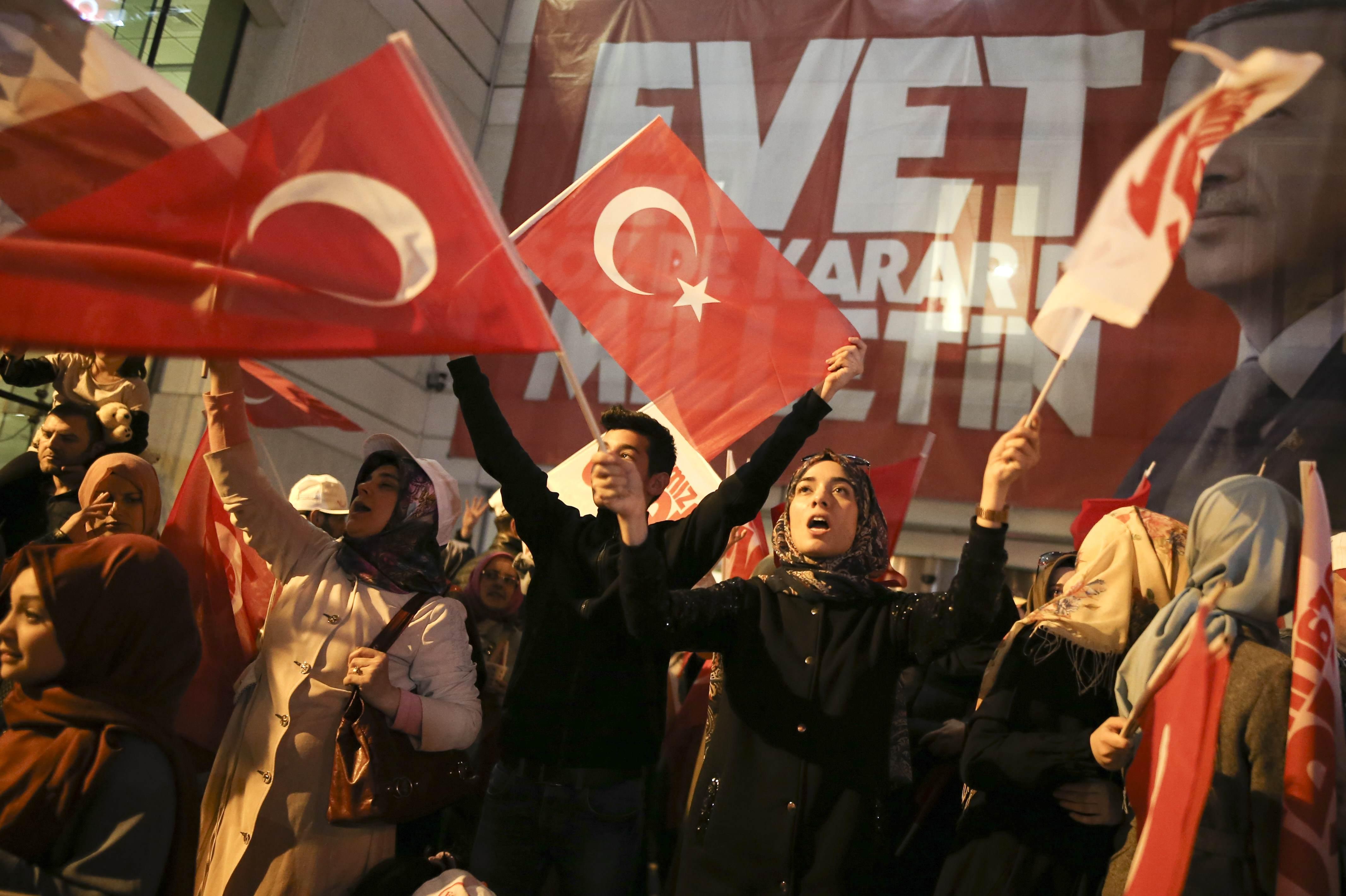 الأتراك يحسمون الاستفتاء بـنعم خجول