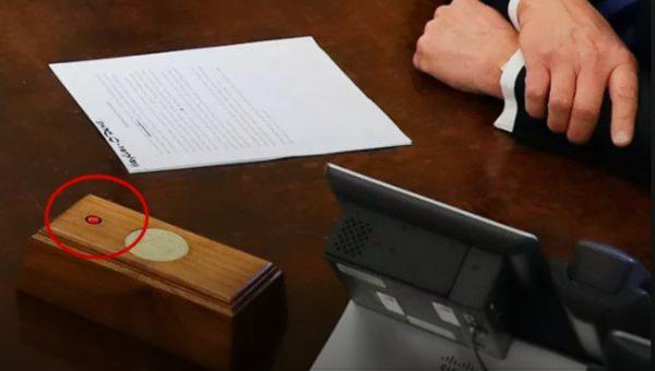 """Photo of الزر الأحمر بمكتب ترامب انفضح.. """"كوكا كولا"""" وليس """"نووي"""""""