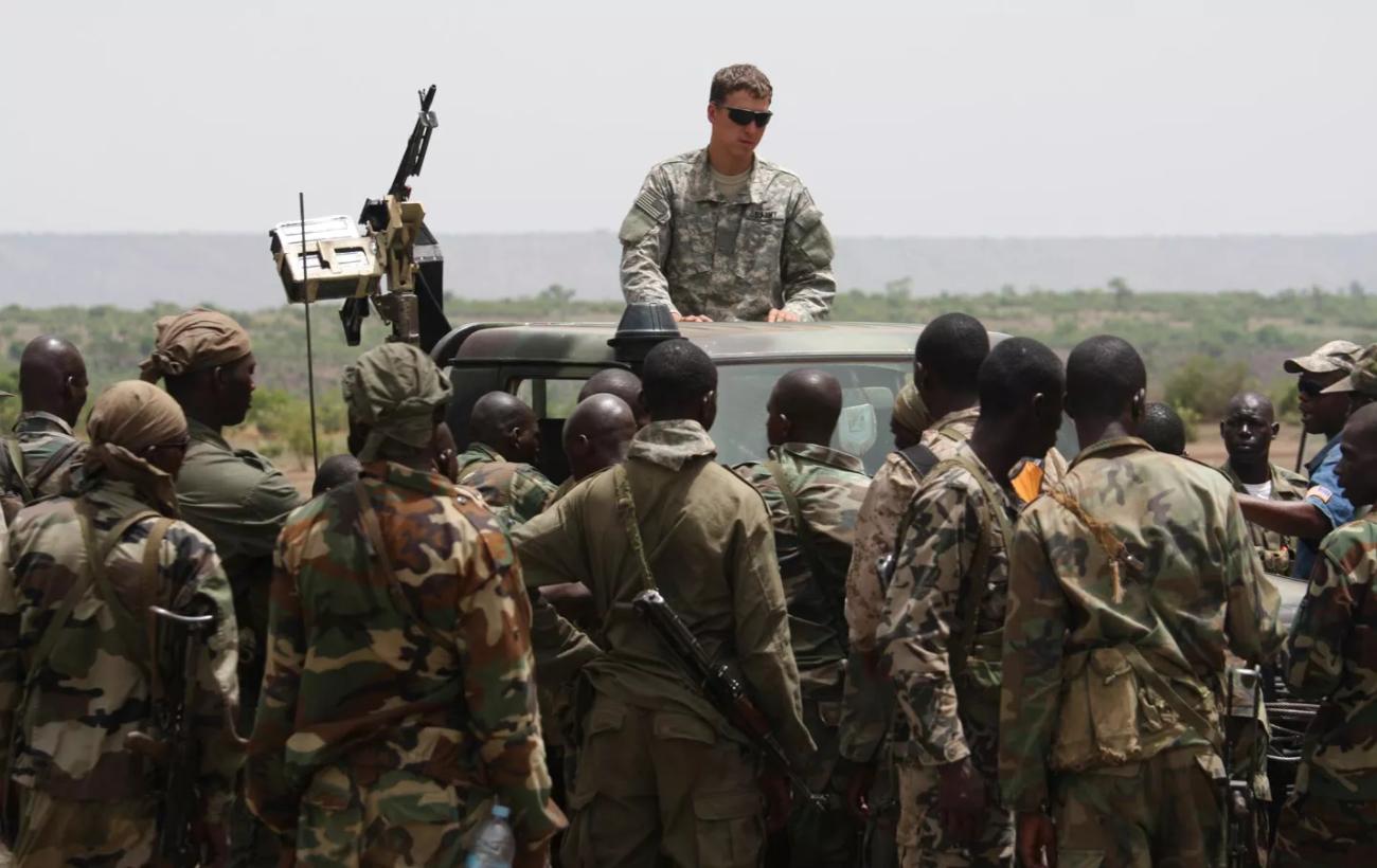 "Photo of انتشار سري لـ""أفريكوم"" بأفريقيا.. وظهور لمطار ليبي ""مهجور"""