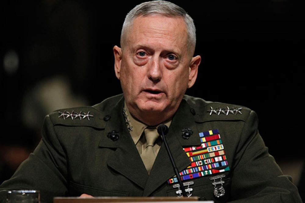 "Photo of وزير الدفاع الأميركي ""مُخالِفاً تقارير"": أنا باقٍ"