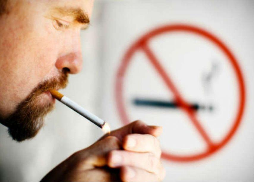"""Photo of """"رئيس صحي"""" سيجعل بلده أول دولة """"تحظر التدخين"""""""