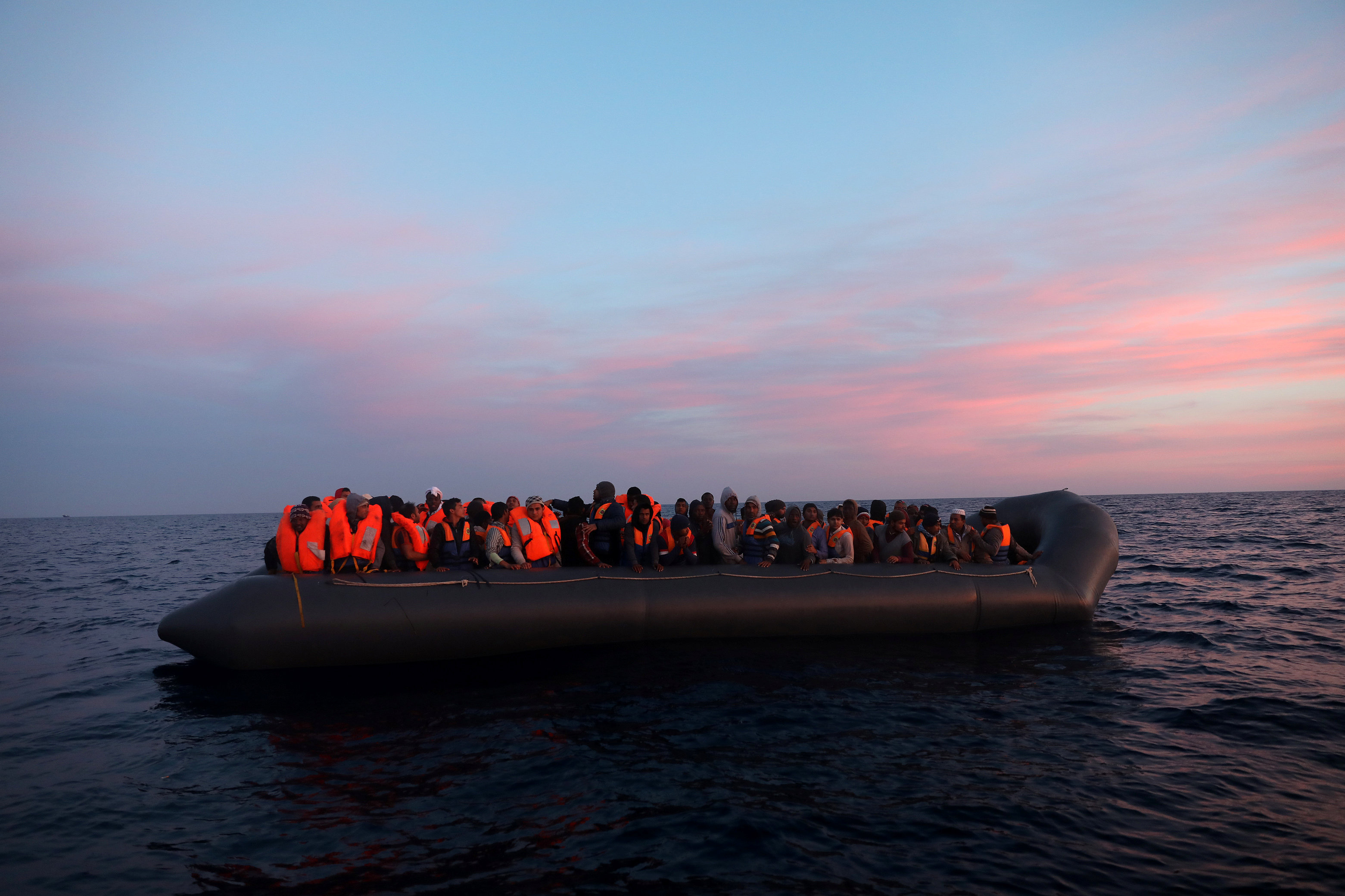 Photo of المهاجرون: مصير مجهول بعد قرار داخلية الوفاق