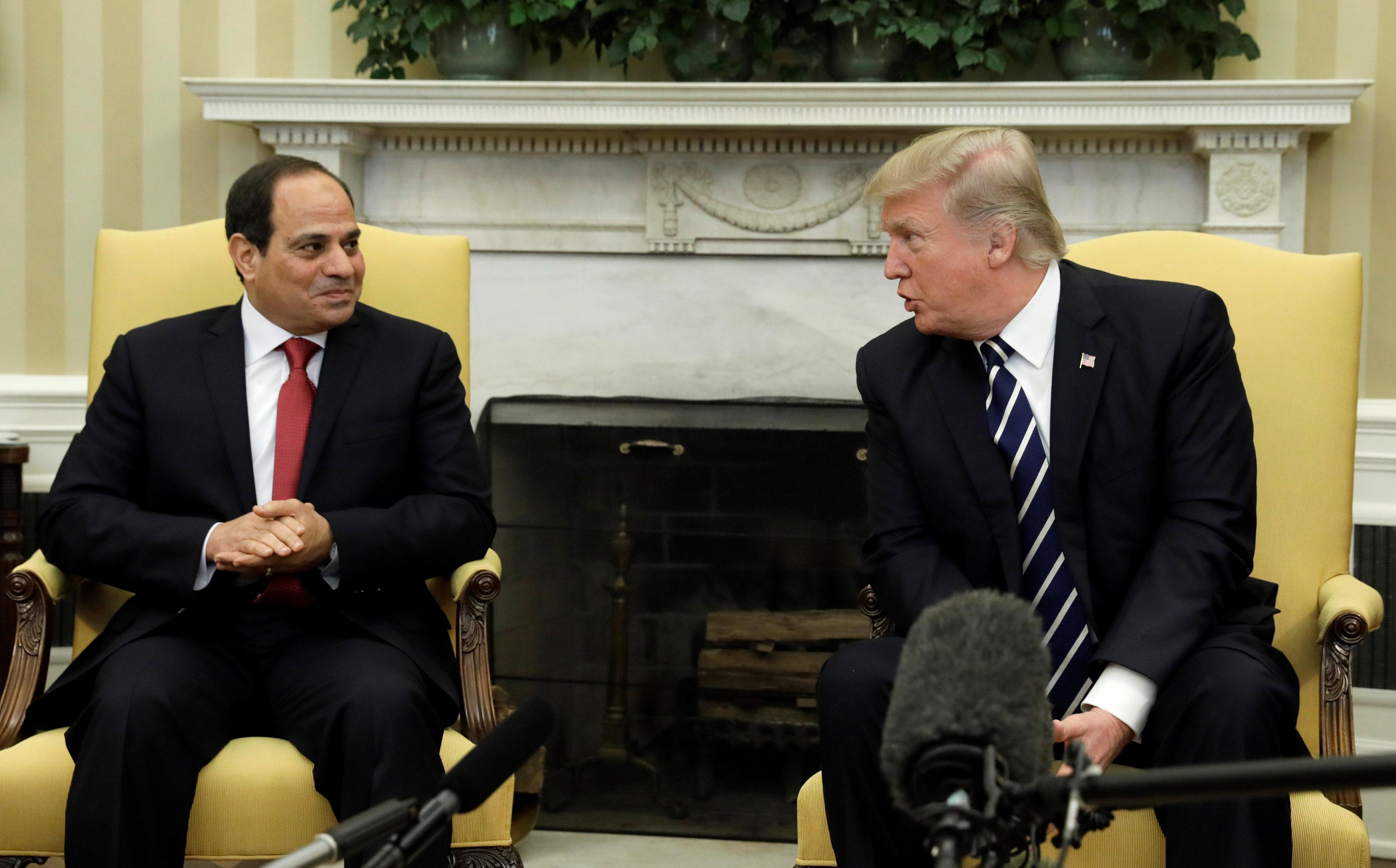 Photo of ترامب للسيسي: نقف وراء مصر وشعبها بقوة