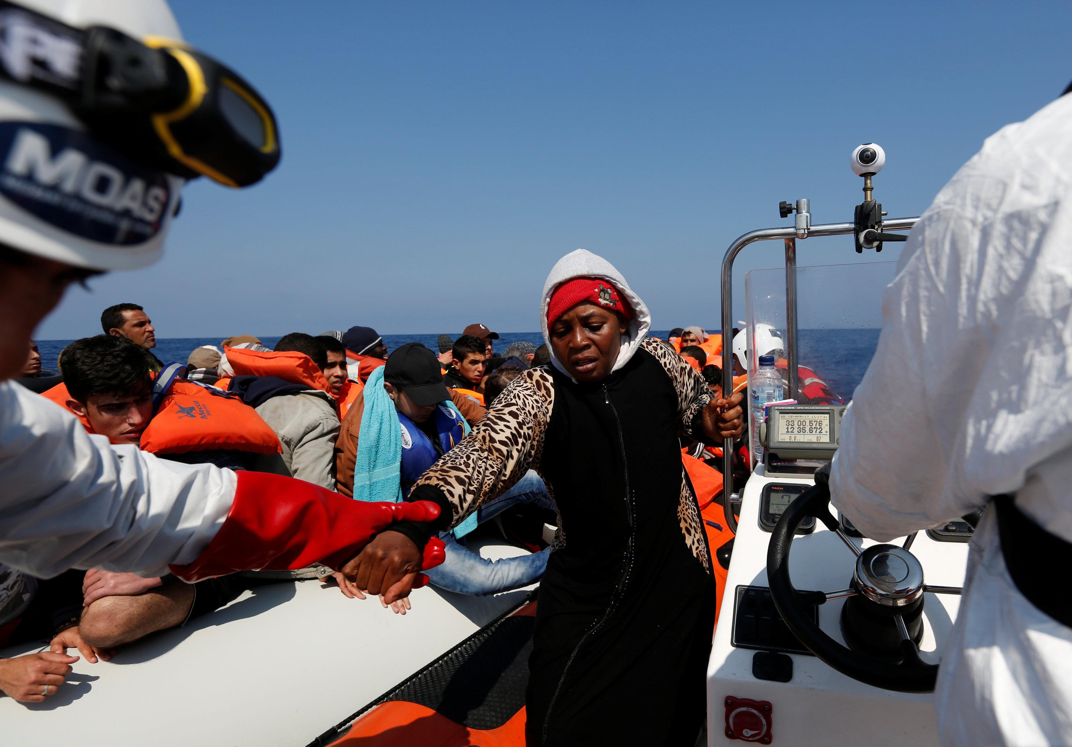 Photo of إيطاليا تبحث عن مُهاجرين جزائريين وسط البحر
